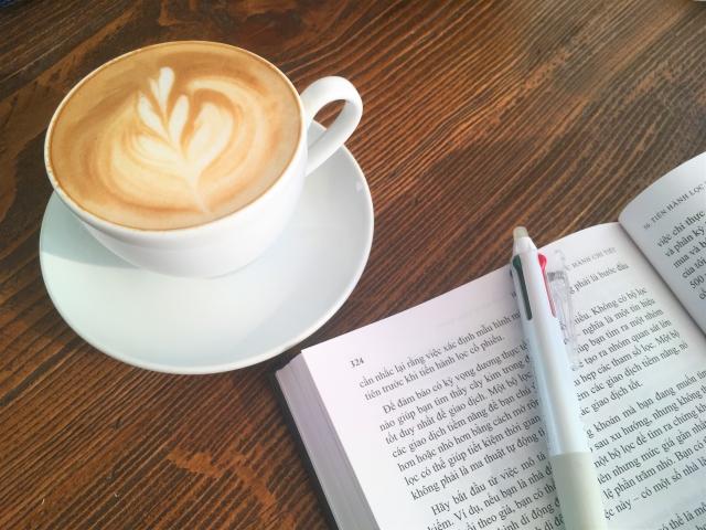 カフェ併設のコインランドリー